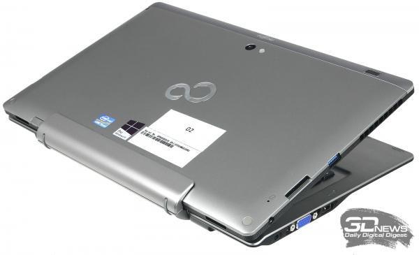 Fujitsu Stylistic Q702, вид в три четверти
