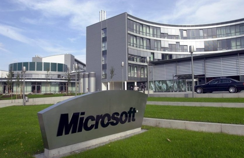 a history of microsoft corporation in computer industry