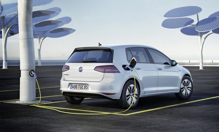 Volkswagen e-Golf на зарядке