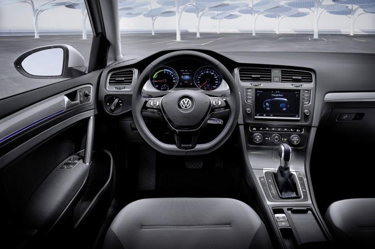Приборная панель Volkswagen e-Golf