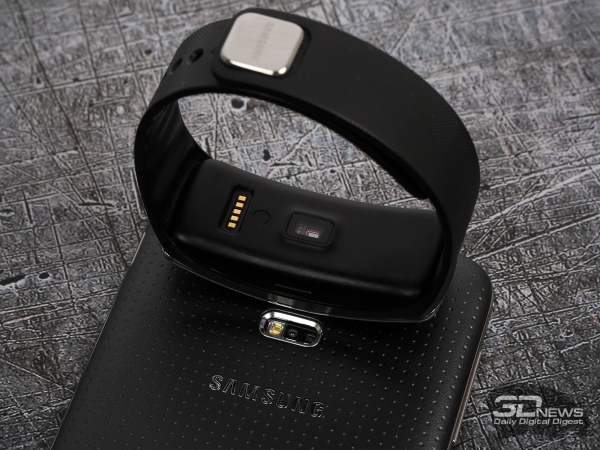 Samsung Galaxy Gear Fit and Galaxy S5: heart rate monitor