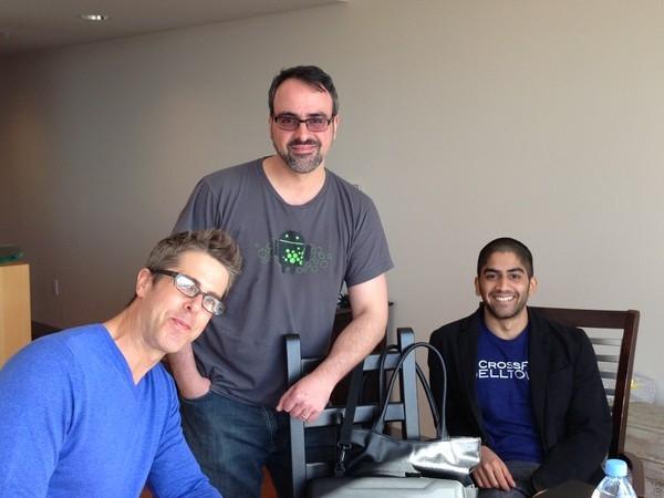 Глава Cyanogen Кёрт Макмастер (справа)
