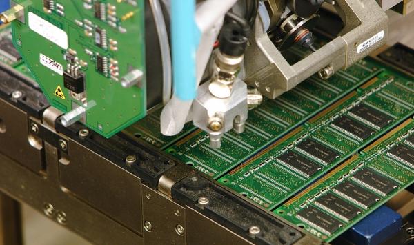 Производство модулей памяти на фабрике Micron