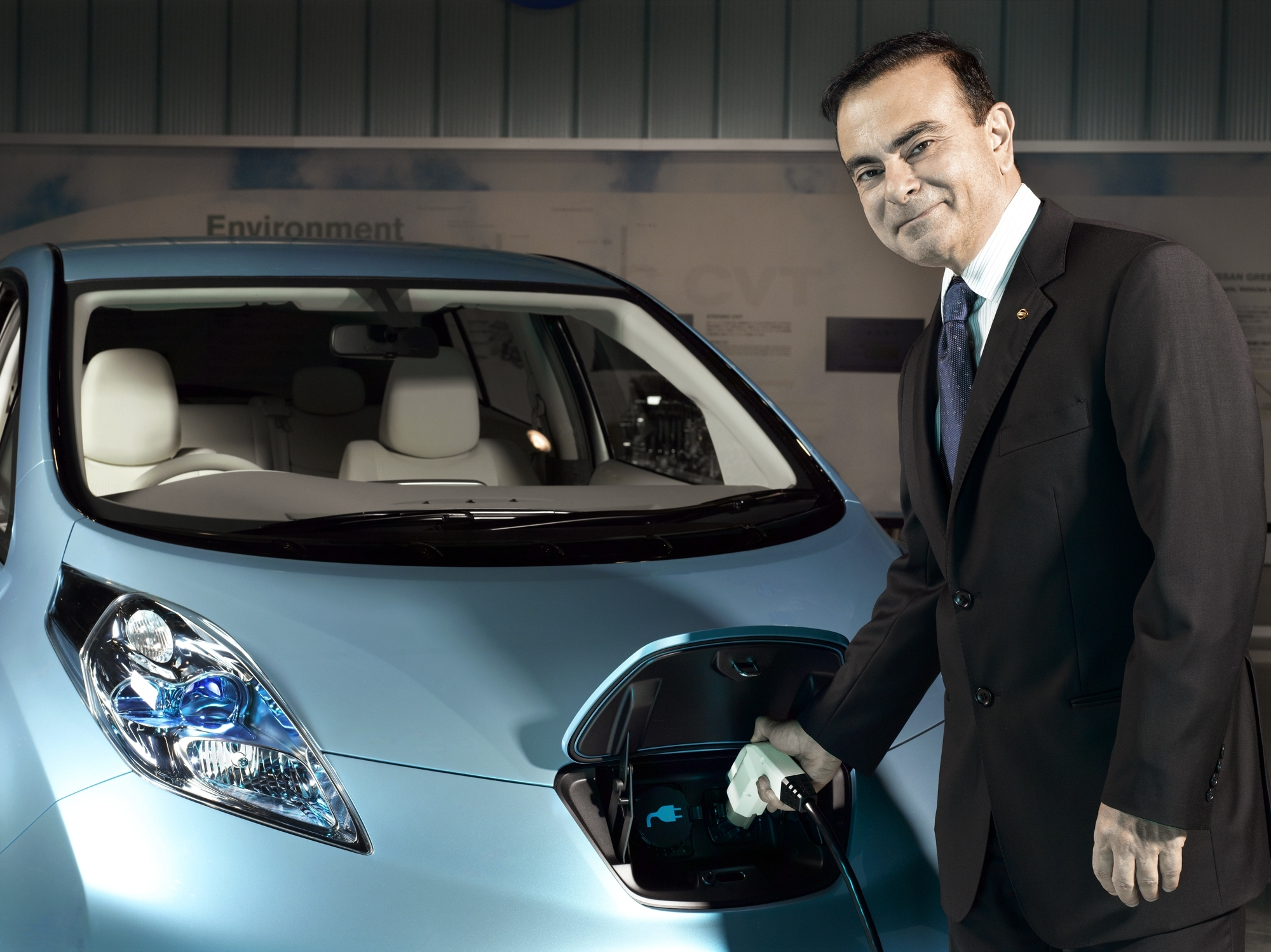 carlos ghosn and the nissan era The global leadership of carlos ghosn at nissan in 1999, the nissan was suffering under a decade of decline and unprofitability, in fact the company was on the verge of bankruptcy, with continuous loses for the past eight years resulting in debts of approx $22 billion.