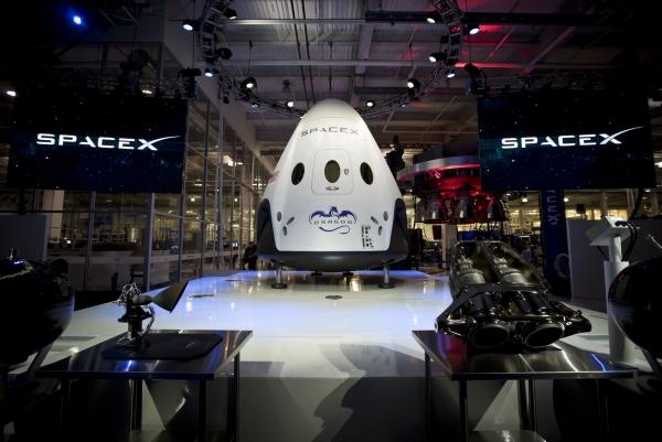 Пилотируемый корабль Dragon v2 готов к презентации