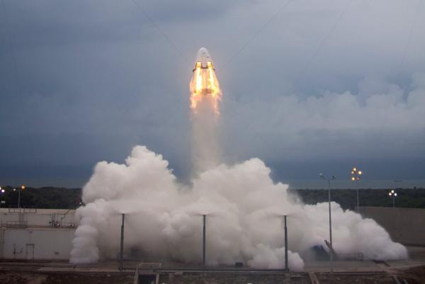Испытание системы аварийного спасения корабля Dragon v2 на стартовом комплексе