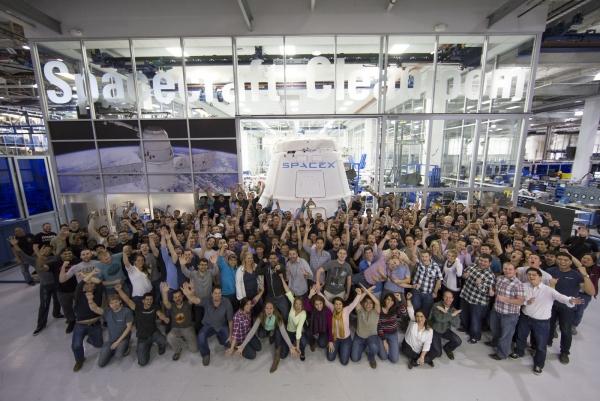 Команда SpaceX счастлива иметь такого босса, который ведёт коллектив от победы к победе