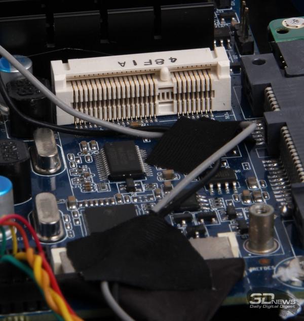 Слот Mini PCI-E