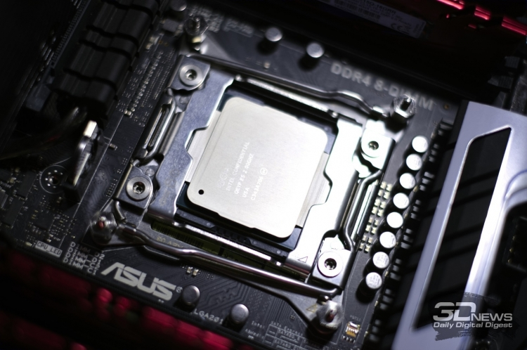 Многоядерный процессор Intel в форм-факторе LGA2011-3