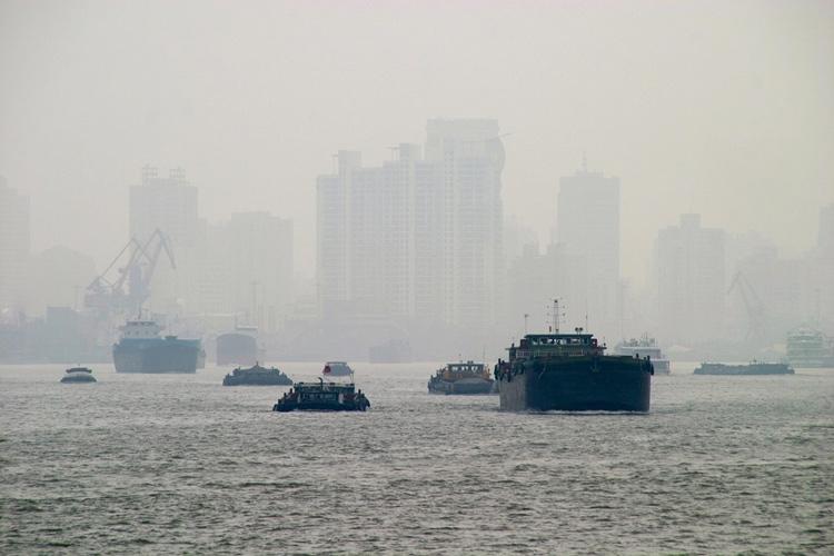 Окутанный смогом китайский мегаполис, где Vitality Air пользуется особым спросом