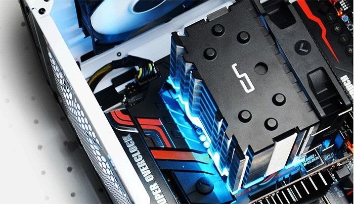 Версия CRYORIG H7 с LED-подсветкой радиатора
