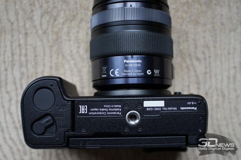 Panasonic Lumix GX8, вид снизу