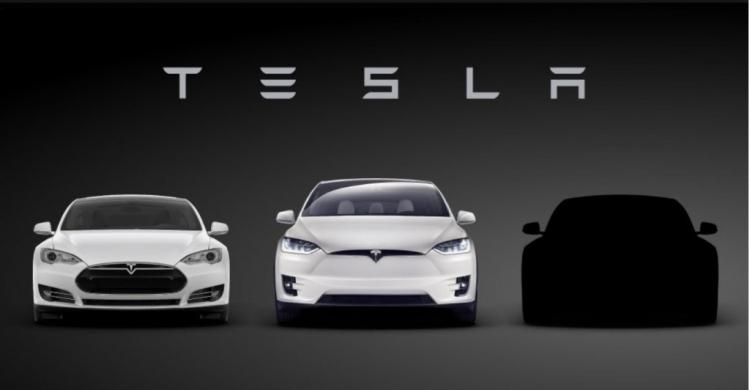 Тизер Tesla Model 3 с моделями Model S и Model X