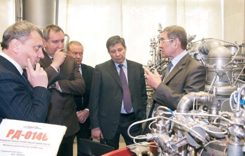 7 октября 2011 года В.А. Поповкин (в центре) объявил о решении остановить проектирование «Руси-М» (vpk.name)