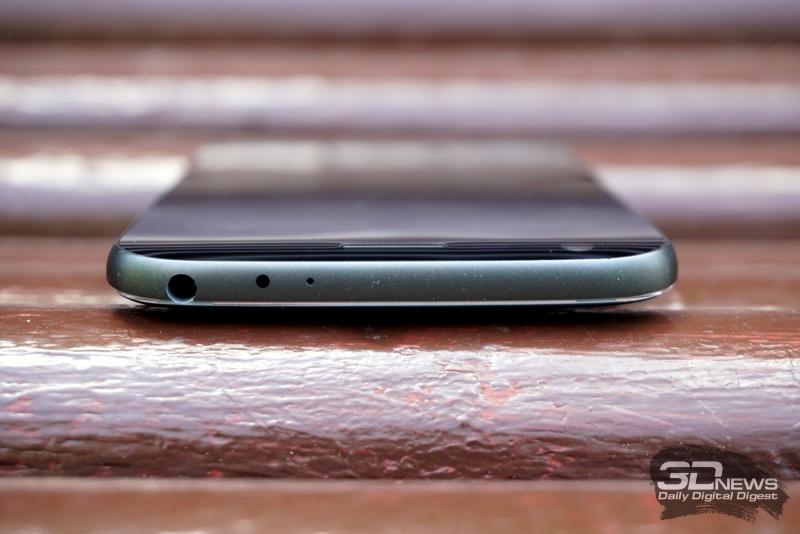 LG G5 se, верхняя грань: отверстие микрофона, аудиовыход (3,5-мм миниджек) для гарнитуры/наушников
