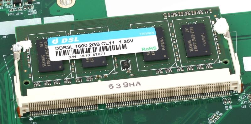 Один из двух модулей оперативной памяти DSL DDR3L-1600