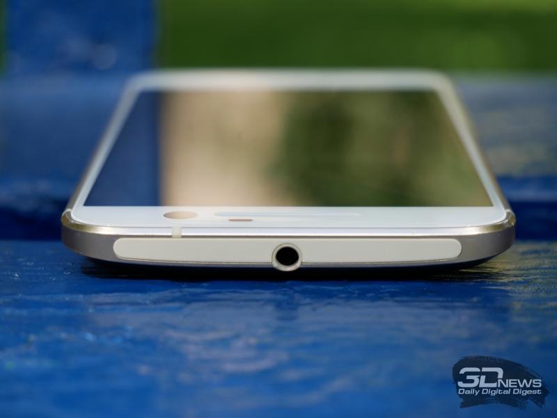 HTC 10, верхняя грань: еще один выход антенны и 3,5-мм миниджек