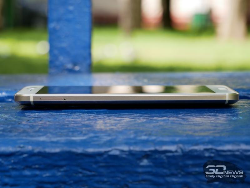 HTC 10, левая грань: тут только разъем для карты памяти microSD