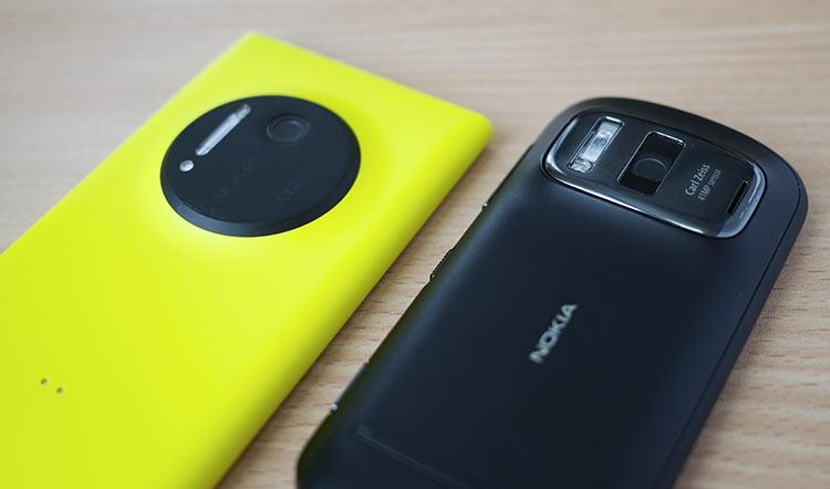 Камерафон Lumia 1020 на базе Windows Phone и его предшественник 808 PureView