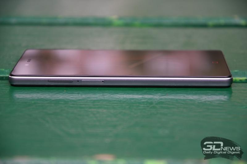ZTE Z9 Max, левая грань: слоты для двух nano-SIM-карт и карты памяти microSD