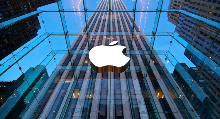 Яблочная компания призналась в том, что сейчас они работают над созданием беспилотных высокоорганизованных систем