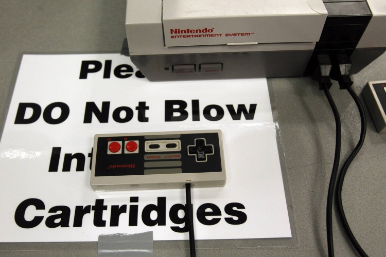 Старая консоль Nintendo Entertainment System на конференции PAX East в 2012 году (Reuters)