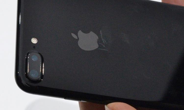 айфон черный оникс фото