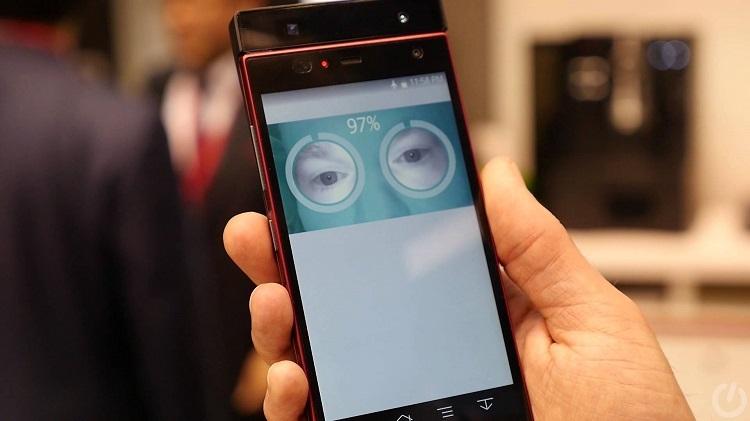Первый в мире смартфон со сканером радужной оболочки