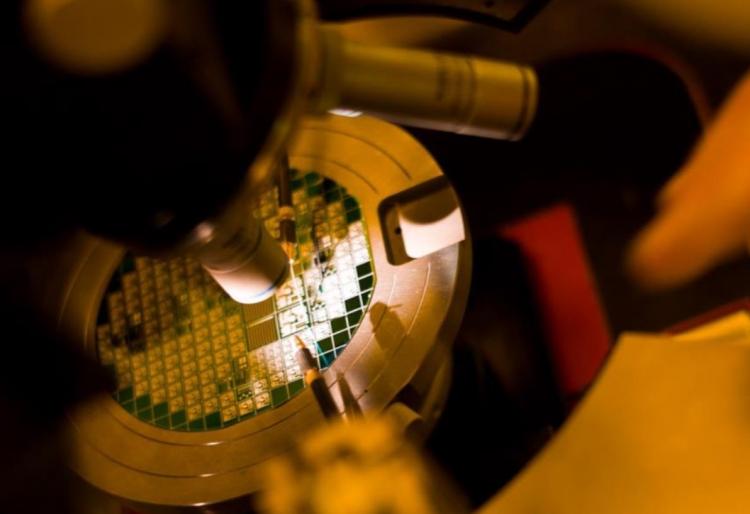 Инспектирование подложки с микросхемами