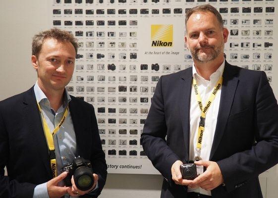 Джорди Бринкман (слева) и Дирк Джеспер из Nikon на выставке Photokina