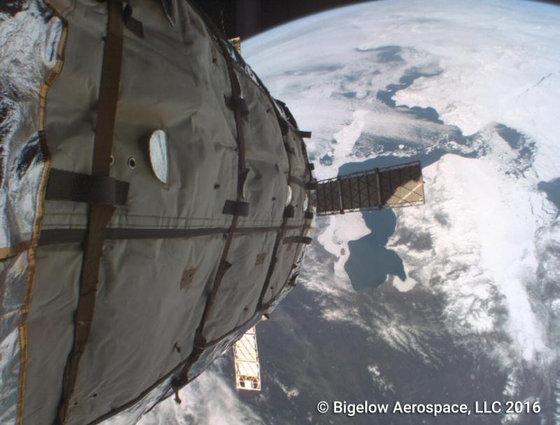 Вид Земли с внешней камеры экспериментального надувного модуля Genesis I. Фото с сайта