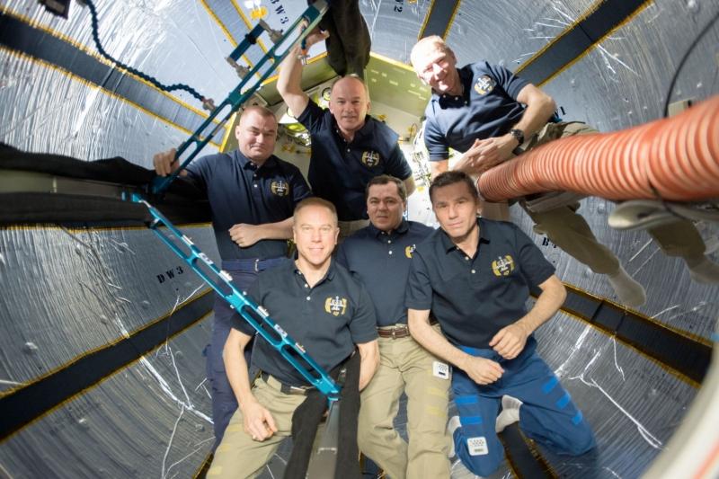 Экипаж МКС внутри надувного модуля BEAM. Фото NASA