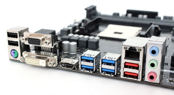Разъёмы USB 3.1 Gen2 выделены красным