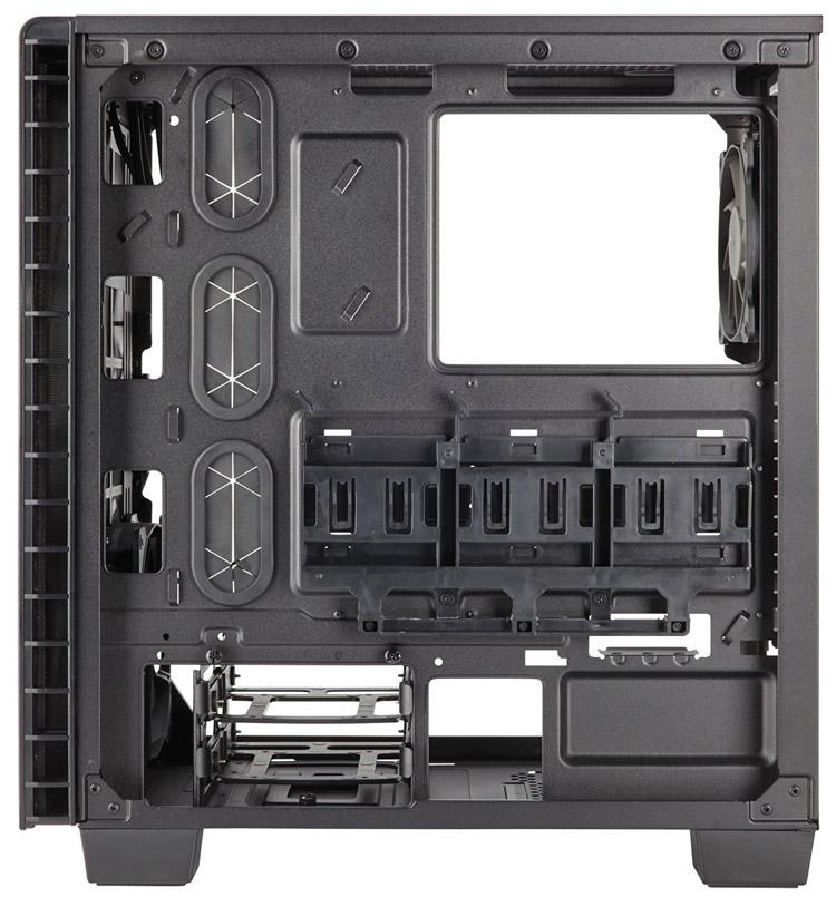 Кожух накрывает собой блок питания и жёсткие диски, места для SSD — выше