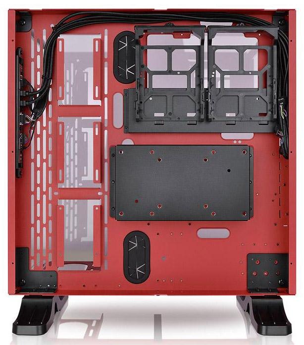 Сзади предостаточно места для укладки кабелей, SSD и HDD