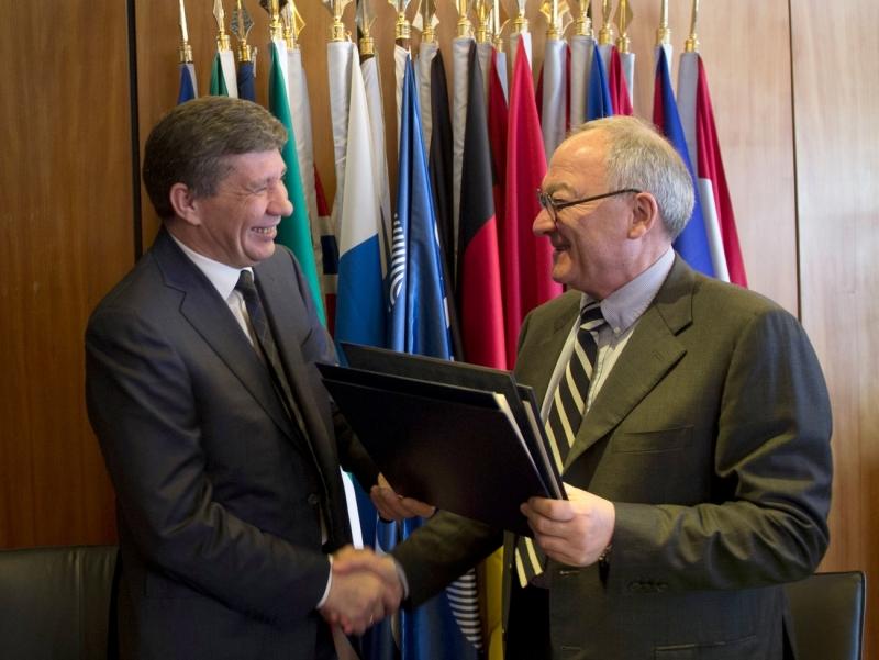 14 марта 2013 года руководитель Роскосмоса Владимир Поповкин и генеральный директор ЕКА Жан-Жак Дорден подписали межагентское соглашение о сотрудничестве по проекту ExoMars. Фото ЕКА