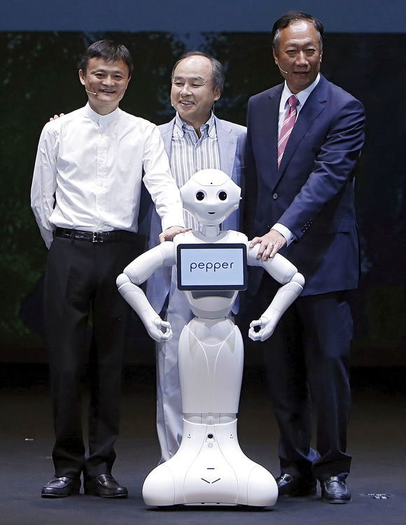 У руководства Foxconn и SoftBank много тесных связей (Reuters)