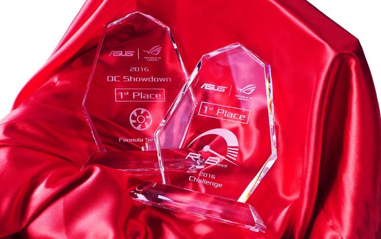 Памятные сувениры для чемпионов OC Showdown и RealBench Challenge