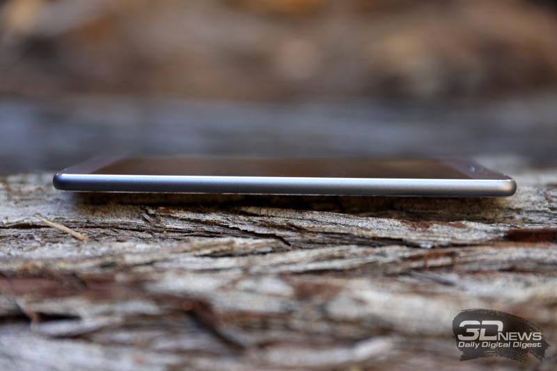 ASUS Zenfone 3 Ultra, правая грань: кнопка включения и раздельные слоты для SIM-карт – один из них гибридный