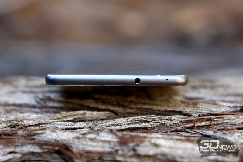 ASUS Zenfone 3 Ultra, верхняя грань: 3,5-мм миниджек и микрофон