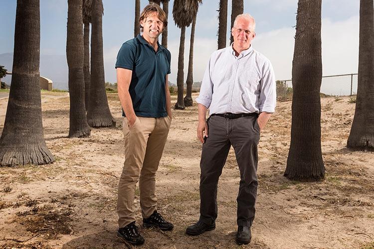 Профессора Лео Ковенховен и Чарльз Маркус во время посещении Станции Q на конференции Microsoft в 2014 году