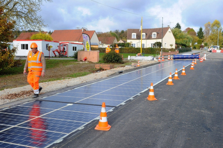 Картинки по запросу солнечная панель на дороге