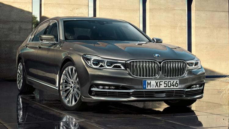 BMW 7-series шестого поколения. Intel Inside, но пока без автопилота.