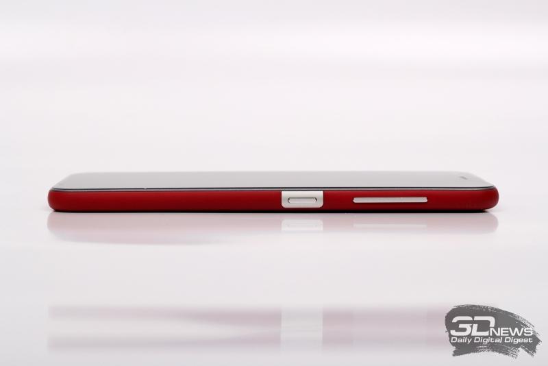 ZTE Z10, правая грань: клавиши для управления громкостью/спуска камеры и включения
