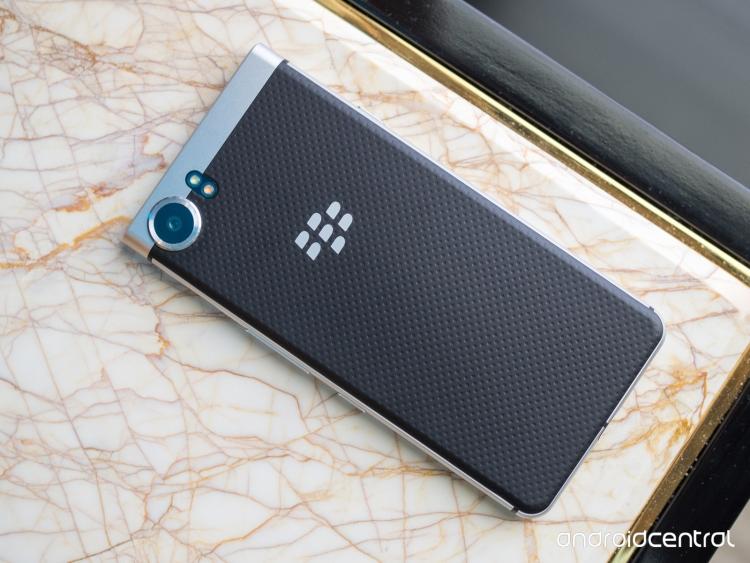 Неанонсированный QWERTY-смартфон BlackBerry Mercury попал в руки журналистов
