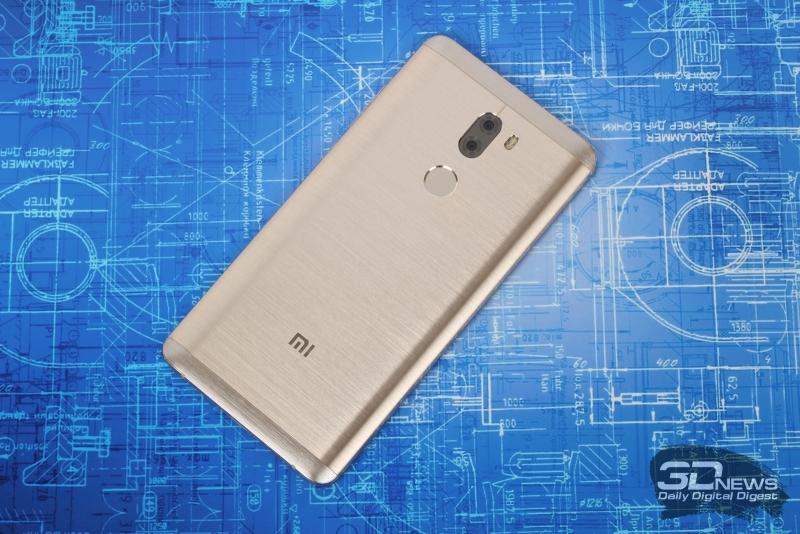 Xiaomi Mi5s Plus, тыльная панель: двойная камера с двойной же светодиодной вспышкой и сканер отпечатков пальцев