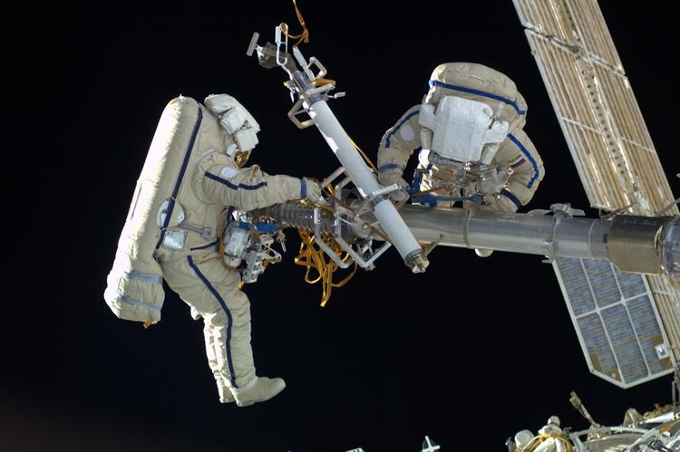 Спутники-спасатели повысят безопасность выполнения работ в открытом космосе