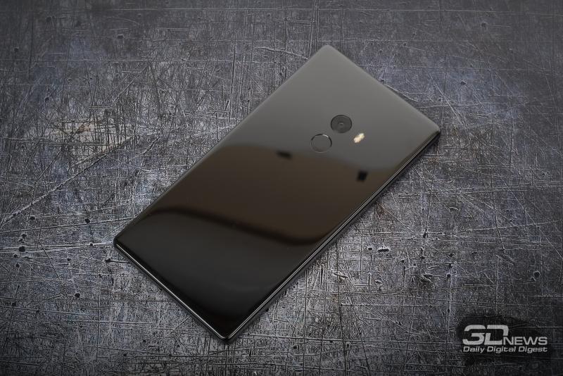 Xiaomi Mi MIX, задняя панель: объектив камеры и сканер отпечатков пальцев