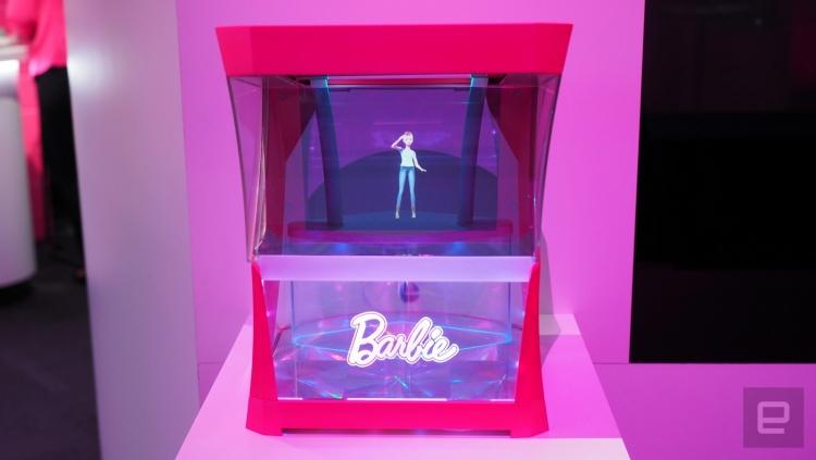 Mattel показала голографическую куклу Барби