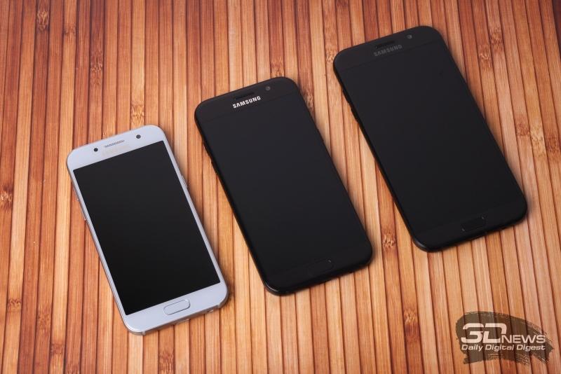 Samsung Galaxy A-series, лицевая панель: над дисплеем – разговорный динамик, датчик освещения, фронтальная камера; под дисплеем – три навигационные клавиши, две сенсорные и механическая клавиша Home